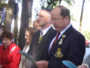 Tim Mabee, of the Saratoga Battle Chapter, SAR leads the recitation of the American Creed